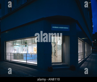 Boodle and Dunthorne, Jewellers Shop, Lord Street, Liverpool. Shop exterior at dusk. Architect: Eva Jiricna Architects - Stock Photo