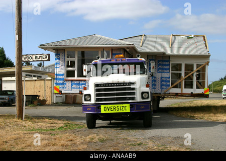 Moving oversize house on truck in New Zealand - Stock Photo