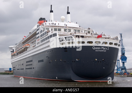 Turning cruising ship Queen Mary 2 while visiting Hamburg Harbour 2005 Germany - Stock Photo