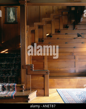 The Gamble House, Westmoreland Place, Pasadena, California, 1908 - 1909. Hallway settle and stairs. - Stock Photo
