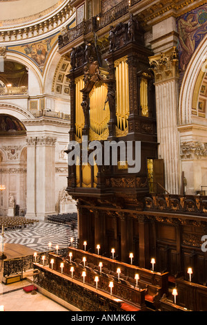 UK London Saint Pauls Cathedral choir stalls and organ decorated by Grinlings Gibbons woodcarvings - Stock Photo