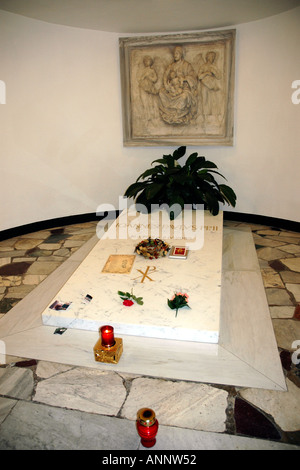 The simple tomb in the Vatican grottoes of Pope John Paul II who died in April 2005 - Stock Photo
