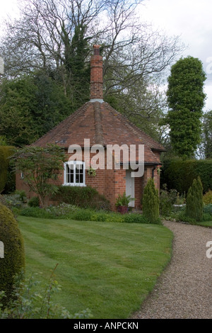 The well keeper s cottage at the Maharaja s Well in Stoke Row - Stock Photo