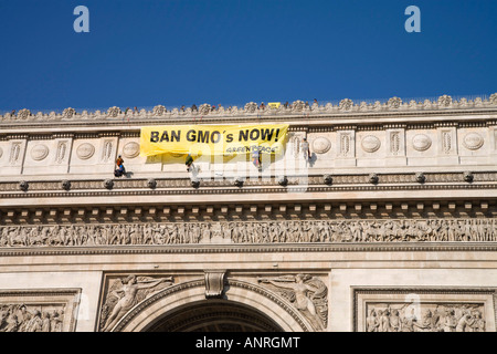Greenpeace activists hang banner on Paris Arc De Triomphe calling for banning of GMO s genetically modified organisms - Stock Photo