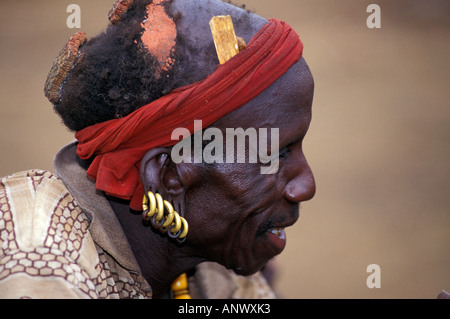 A Bume village elder reveals the history or his tribe, and the world, in Ethiopia's Omo region, Africa (MR) - Stock Photo