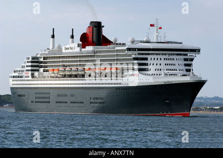 the queen mary two 2 leaving the port of Southampton cunard liner oceans - Stock Photo
