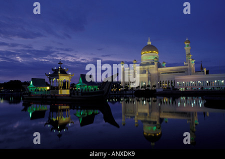 Southeast Asia, near Malaysia, Brunei, Bandar Seri Begawan, Sultan Omar Ali Saifuddin mosque in the capitol. - Stock Photo