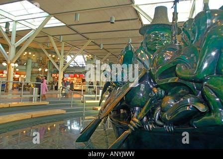The Spirit of Haida Gwaii, The Jade Canoe  By Bill Reid, Cast Bronze, 1994 Vancouver Airport British Columbia BC - Stock Photo