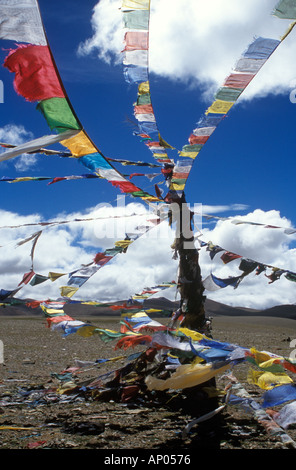 PRAYER FLAGS fly atop the LALUNG LA PASS at over 17 000 feet in elevation along the FRIENDSHIP HIGHWAY TIBET - Stock Photo