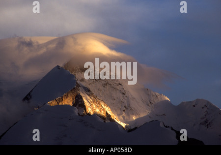 Sunset on HIMALAYAN PEAKS Southern route to MOUNT KAILASH TIBET - Stock Photo