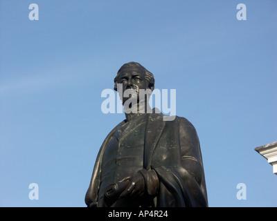 Sir Robert Peel Statue in Tamworth Staffordshire against blue sky - Stock Photo