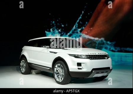 http://l450v.alamy.com/450v/ap5tgx/the-land-rover-lrx-concept-car-at-the-2008-north-american-international-ap5tgx.jpg