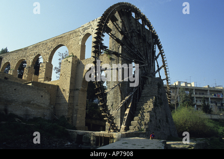 Syria hama waterwheel noria on the orontes river - Stock Photo