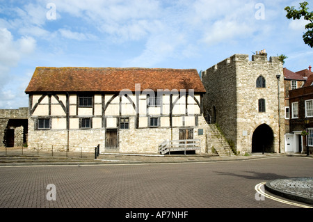 Westgate Hall (formerly known as Tudor Merchant's Hall) is adjacent to Westgate in the Town Walls of Old Southampton. - Stock Photo