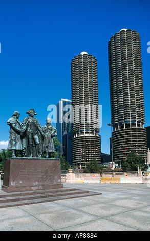 Statues of Robert Morris, George Washington and Haym Salomon, Marina Towers, Wacker Drive, Marina City, Chicago, - Stock Photo