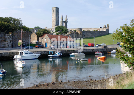 The quiet harbour at the University town of St Andrews Fife.  XPL 3379-332 - Stock Photo