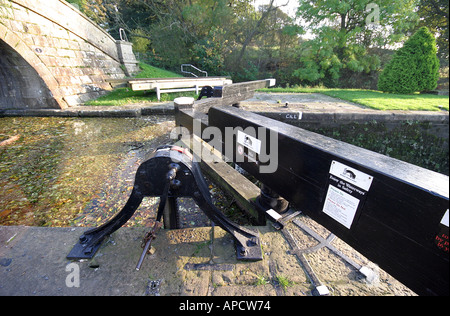 the lock mechanism on the lancaster canal - Stock Photo