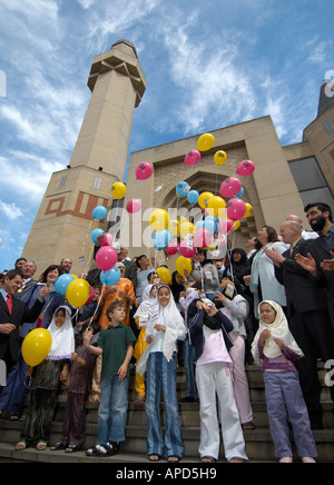 Children launching balloons in front of Edinburgh Central Mosque - Stock Photo