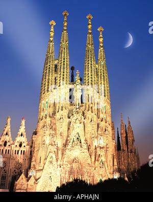 ES - BARCELONA: Temple de la Sagrada Familia by night - Stock Photo