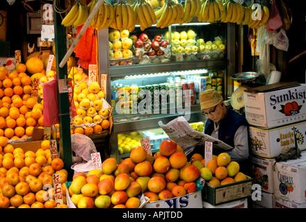China Chinese Hong Kong greengrocer orange fruit - Stock Photo