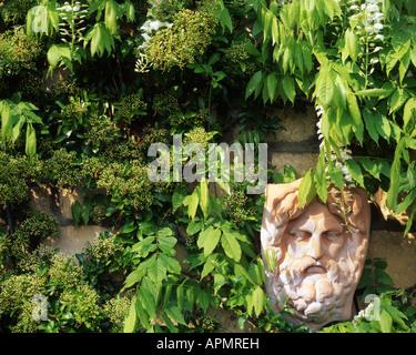 GB - GLOUCESTERSHIRE: Garden Detail at Parkgate (Cheltenham) - Stock Photo