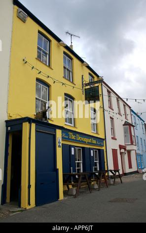 The colourful Devonport Inn, Kingsand, Cornwall - Stock Photo
