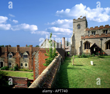 GB - OXFORDSHIRE: St Mary's Church and Almshouses at Ewelme - Stock Photo