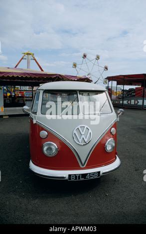 Volkswagen Kombi (splitty) - Stock Photo