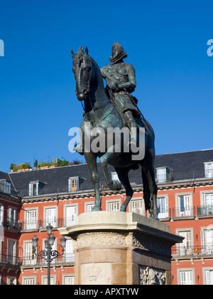 Madrid, Spain. Equestrian statue of Felipe III in the Plaza Mayor. - Stock Photo