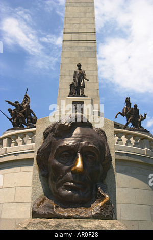 ILLINOIS Springfield Bust of Lincoln outside Abraham Lincoln s tomb in Oak Ridge Cemetery burial place for president - Stock Photo