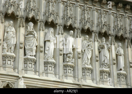 Close up of statues of Christian martyrs above the Great West Door to Westminster Abbey London & Statues of Christian martyrs above the Great West Door to ... Pezcame.Com