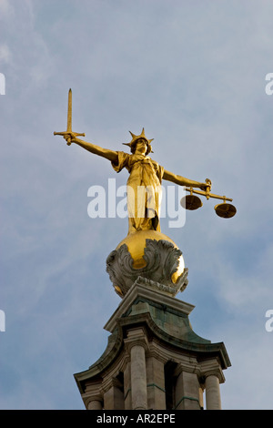 Scales of Justice, The Old Bailey central criminal court London Designed by E W Mountford - Stock Photo