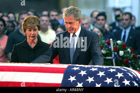 President GW Bush and Laura Bush pay their respects at the Coffin of President Ronald Reagan in the Rotunda of the - Stock Photo