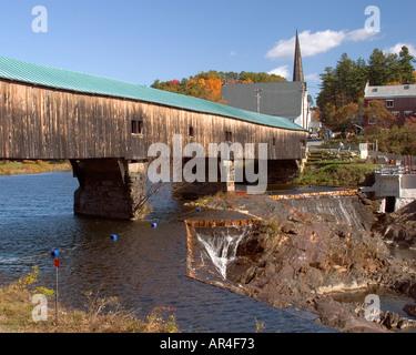 A New England covered bridge in autumn,  Bath NH - Stock Photo