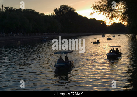 Boating on Shichahai lake behind Houhai in Beijing on a summer evening. - Stock Photo