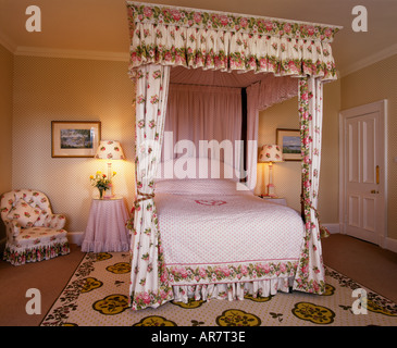 Interior of Scarp Bedroom with its four poster bed at Amhuinnsuidhe Castle - Stock Photo