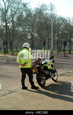 London The Mall Royal Parks Police officer standing beside motorcycle mounted speed camera - Stock Photo