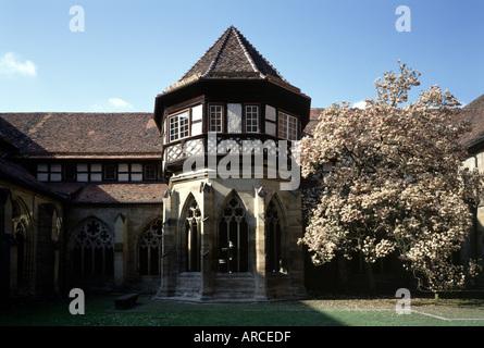 Maulbronn, Zisterzienserkloster, Nordflügel des Kreuzgangs mit Brunnenhaus