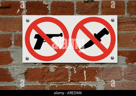 No firearms guns or knives allowed or weapons prohibited warning sign - Stock Photo