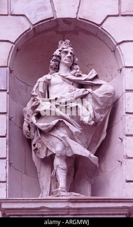 Statue of King Charles II carved by John Bushnell in niche on Temple Bar (by Christopher Wren), Paternoster Square, - Stock Photo