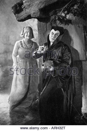 Jannings, Emil, 23.7.1884 - 2.1.1950, German actor, full length, with Yvette Guilbert, scene from movie, 'Faust: - Stock Photo