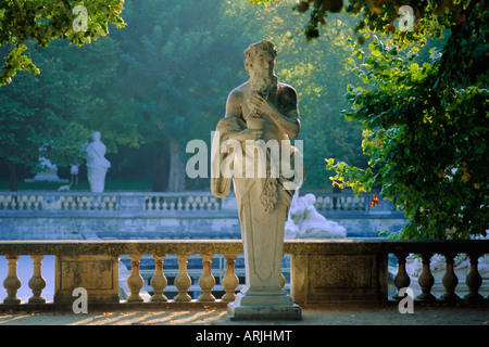 Statue jardin de la fontaine nimes gard france stock for Jarden france