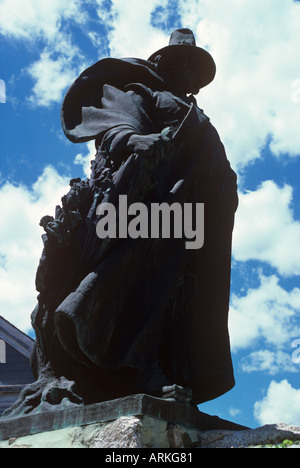 Statue of Roger Conant who founded the town in 1626 stands on a tock in the centre of Salem Massechusets - Stock Photo