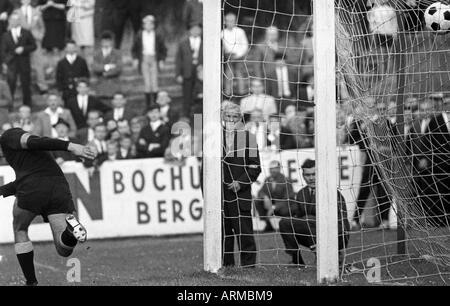 football, Regionalliga West, 1966/1967, Eintracht Gelsenkirchen versus Alemannia Aachen 1:1, Sued Stadium Gelsenkirchen, - Stock Photo