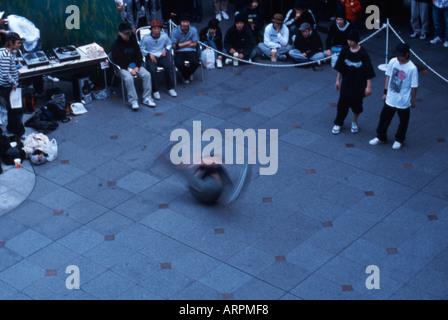 o cat dancers namba osaka japan stock photo 5258490 alamy