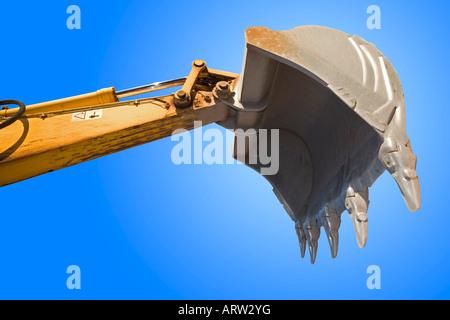 A bucket excavator standing out against the blue sky. Godet de pelleteuse sur fond de ciel bleu. - Stock Photo