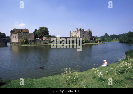 Near Maidstone Leeds Castle also known as Ladies Castle situated on the River Len - Stock Photo