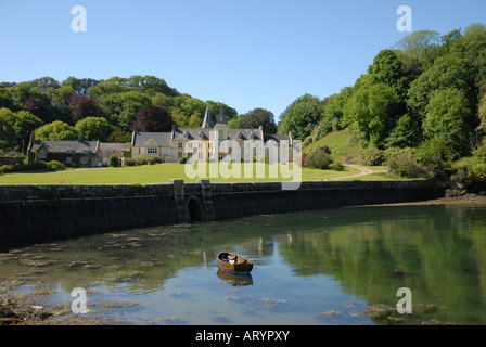 PLACE House on the Walk along The South West Coast Path  towards St Anthony Head from Place Ferry St Mawes - Stock Photo