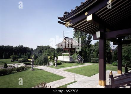 Fachwerkhaus mit garten stock photo royalty free image for Japanischer ziergarten