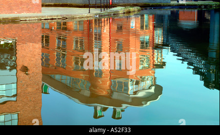 Knott mill canal reflection of apartments - Stock Photo